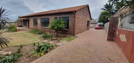 Holiday accommodation: 9 guests @bargain price R2 110p.n