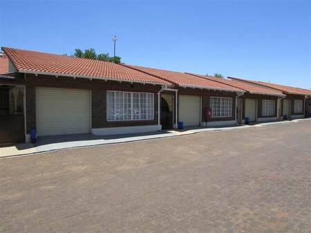 3 Bed Townhouse in Westonaria