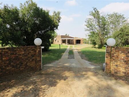 Family Business with house in Deneysville, at Vaal Dam