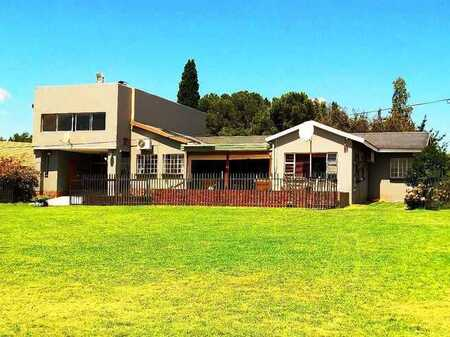 Waterfront Large Home On the Vaal Dam at Deneysville.
