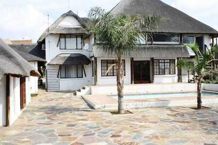 Water views of the Vaal Dam a thatched beauty in Deneysville