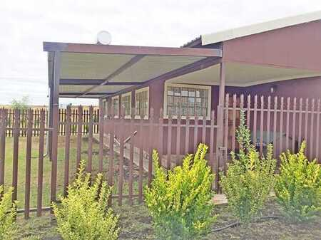 Nice house in Smalltown Free stateside of the Vaal dam