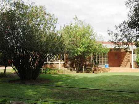 Deneysville, Vaal Dam a Family Home a block from the water.
