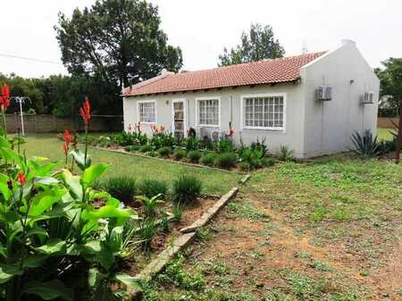 Move in Ready Modern House in central Deneysville, Vaal Dam