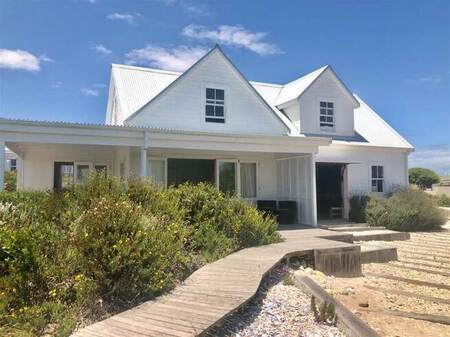 2 Bed House in Grotto Bay