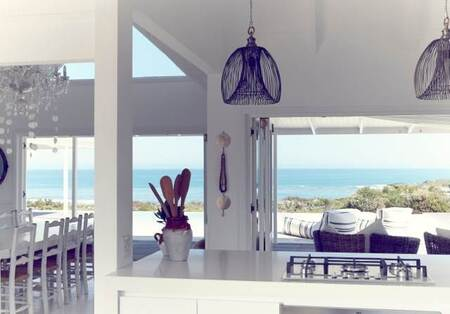 7 Bed House in Grotto Bay