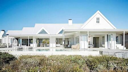 5 Bed House in Grotto Bay