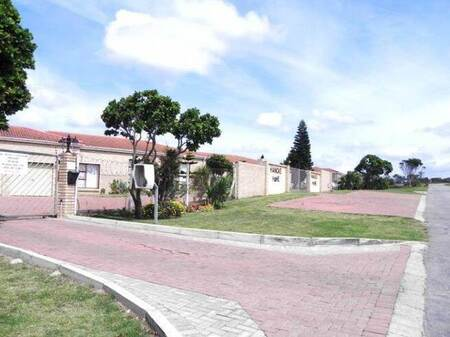 2 Bed Townhouse in Jeffreys Bay