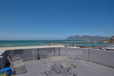 1 Bed Apartment in Kalk Bay