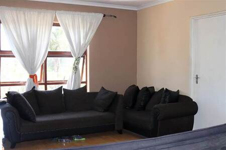 2 Bed Apartment in Brackenfell Central