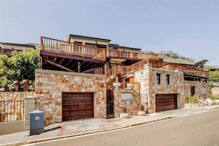4 Bed House in Clovelly
