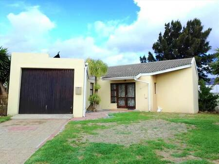 1 Bed House in Fairview Golf Estate