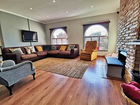 5 Bed House in Panorama