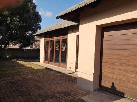4 Bed House in Kingsview