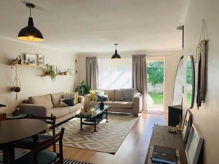 2 Bed Apartment in Woodbridge Island