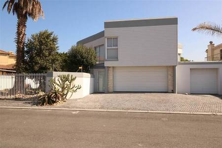 5 Bed House in Sunset Beach