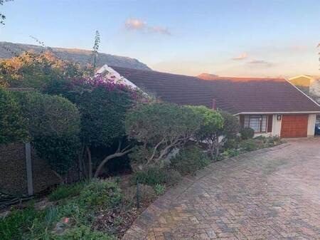 4 Bed House in Fish Hoek