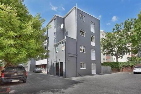 Studio Apartment in Claremont Upper