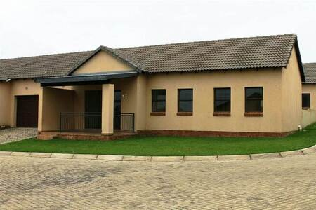 3 Bed Townhouse in Lydenburg