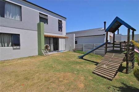 3 Bed Townhouse in Burgundy Estate