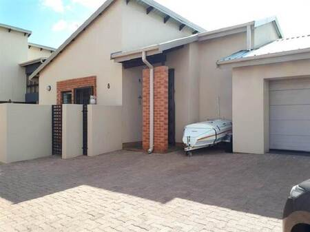 3 Bed Townhouse in Meyerton Central