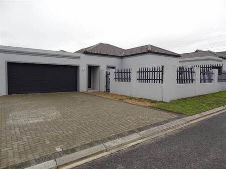 3 Bed House in Burgundy Estate
