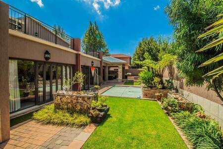 6 Bed House in Ebotse Estate