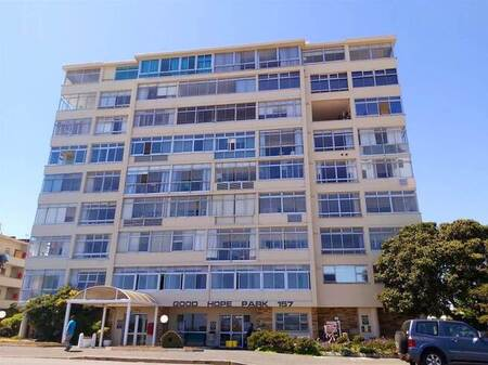 Bachelor apartment in Mouille Point
