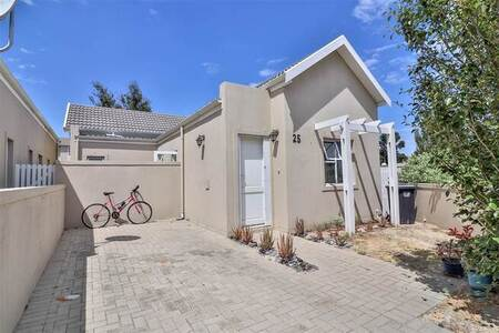 2 Bed House in Burgundy Estate