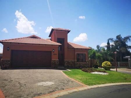 3 Bed House in Amberfield Manor