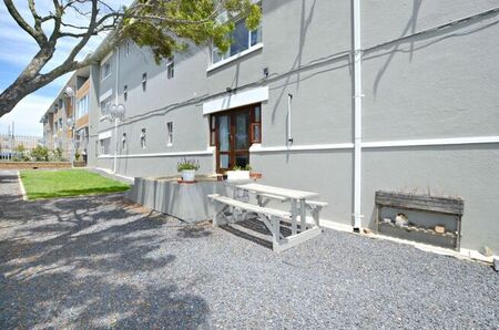 2 Bedroom Apartment / Flat To Rent in Milnerton Central