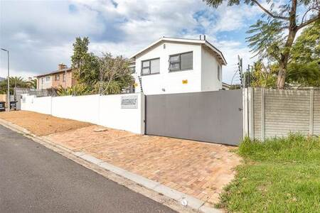 8 Bed House in Stellenbosch Central