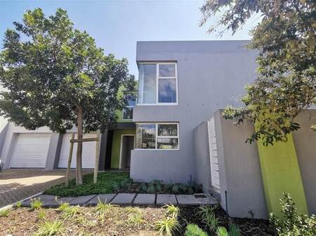 3 Bed House in Century City