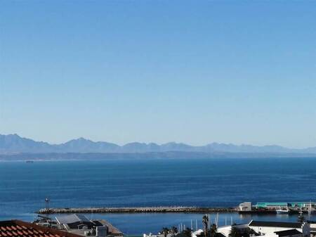 4 Bed House in Mossel Bay Central