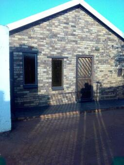 2 bedroom house to rent in the shared yard in Vosloorus ext 26