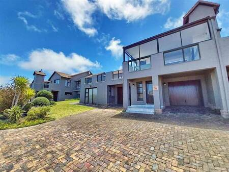 3 Bed House in Mossel Bay Golf Estate