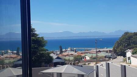 2 Bed Apartment in Mossel Bay Central