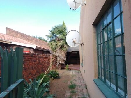 3 Bedroom Townhouse For Sale in Riamar Park