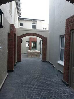 1 Bed Apartment in Nooitgedacht Village