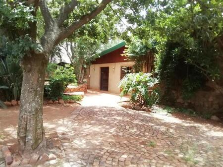 Three bedroom Home on a scenic Small Holding in Kameeldrift East