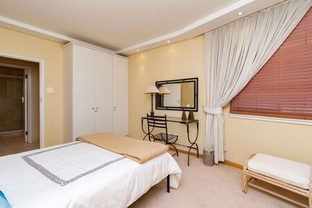 3 Bedroom Apartment / Flat To Rent in Sea Point