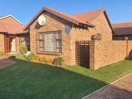3 Bed Townhouse in Dunnottar