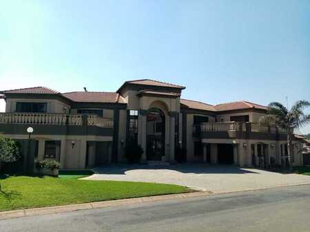 Beautiful 5 bedroom house in secure golf estate.