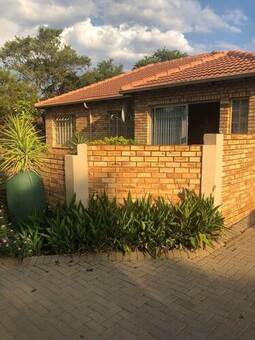 3 Bed Townhouse in Featherbrooke Estate