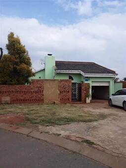 3 Bed House in Protea North