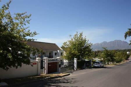 3 Bed Apartment in Paradyskloof