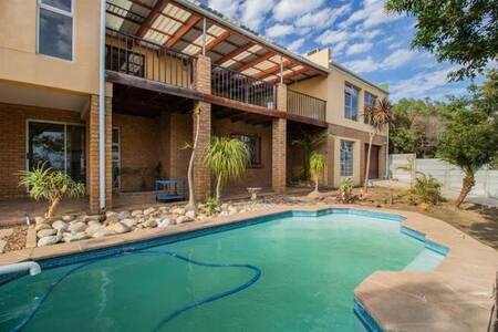 4 Bed House in Mountainside