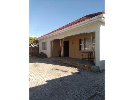 3 Bed House in Goodwood