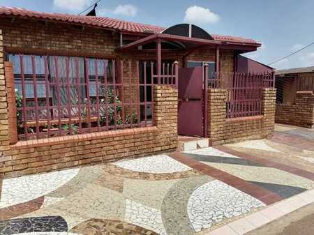 Stunning House for sale in Atteridgeville