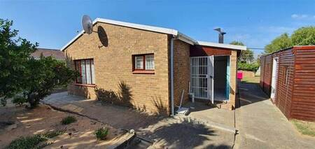 1 Bed House in Strand Central